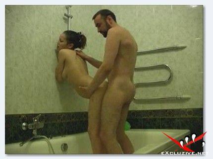 Папа поимел дочку в ванной.