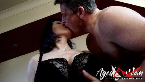 Tigger, Marc Kaye - British model Tigger with big boobs humping on man (2019/FullHD)