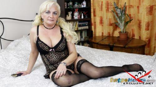 Moni - Blonde mature woman horny at any time and masturbates (2019/FullHD)