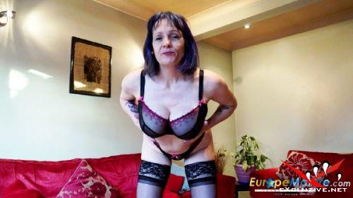 Tigger - British model Tigger with big boobs and sexy nylons (2019/HD)