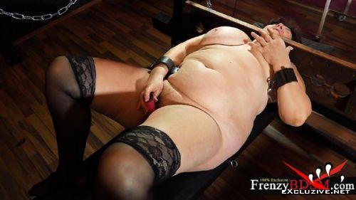 Hana - Granny with nylons masturbating (2019/HD)
